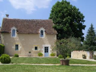 A Beautiful 5 Star Cottage in the Loire Valley - Chaumussay vacation rentals