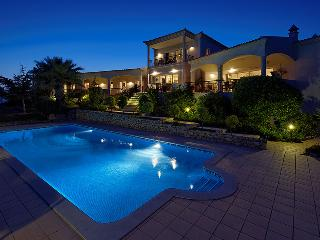 Quinta das Oliverias Luxury Staffed Villa, Algarve - Santa Barbara de Nexe vacation rentals