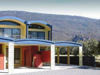 Halls Gap Getaway - quality 3BR townhouse - Halls Gap vacation rentals