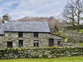 Y BWTHYN, pet friendly, character holiday cottage, with a garden in Llanbedr, Ref 5228 - Llanaber vacation rentals
