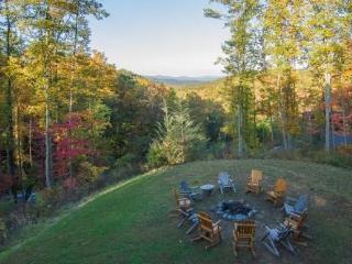 """Cherokee Lodge"" Luxury Log Cabin, Firepit, Pool Access, Game Room, Mtn Views - Gatlinburg vacation rentals"