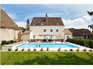 Maison Sanieres - Burgundy vacation rentals