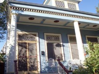 Amazing New Orleans Uptown Home~2 Bd, Sleeps 6, Pets ok, Quick walk to Streetcar - New Orleans vacation rentals
