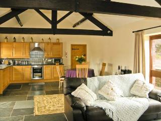THE BYRE, romantic, luxury holiday cottage, with a garden in Llanddewi Skirrid, Ref 5118 - Abergavenny vacation rentals
