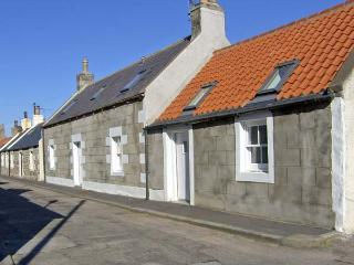 85 SEATOWN, family friendly, character holiday cottage in Cullen, Ref 4516 - Aberdeenshire vacation rentals