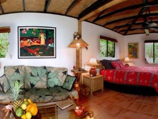 ROMANTIC HONEYMOON HIDEAWAY - CUTE JUNGLE COTTAGE! - Captain Cook vacation rentals
