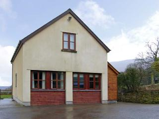 PENROSE COTTAGE, family friendly, country holiday cottage, with a garden in Govilon, Ref 5119 - Llangynidr vacation rentals