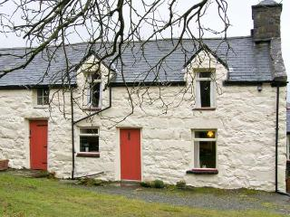 GEFNIR ISAF, family friendly, character holiday cottage, with open fire in Arthog, Ref 4515 - Arthog vacation rentals