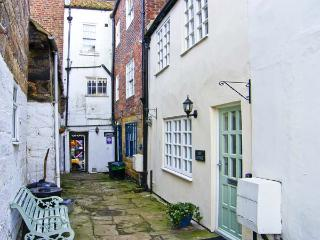 JET COTTAGE, pet friendly, character holiday cottage in Whitby, Ref 5268 - Whitby vacation rentals