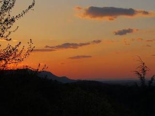 Amazing Sunset - 1BR/2BA w/ Loft, Sleeps 6 - Sevierville vacation rentals