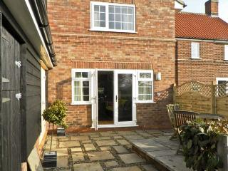 GROVE COTTAGE, family friendly, country holiday cottage, with hot tub in Malton, Ref 4543 - Malton vacation rentals