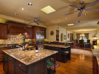 Flash Promo - Additional Savings! Huge Pool, Hot Tub, Bocce Court, Pool Table - Scottsdale vacation rentals