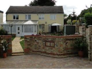 2 bedroom Cottage with Internet Access in Saint Neots - Saint Neots vacation rentals