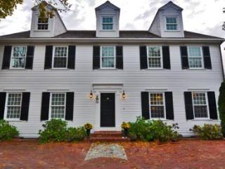 GRAND COLONIAL: LUXURY LIVING IN EDGARTOWN VILLAGE - EDG CBRE-38 - Edgartown vacation rentals