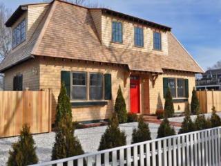 RED DOOR RETREAT: NEW IN-TOWN LUXURY HOME - EDG JCHI-37 - Chappaquiddick vacation rentals