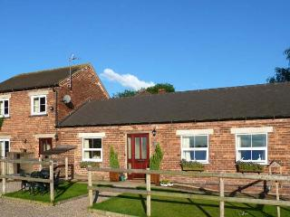 THE BYRE, family friendly, country holiday cottage, with a garden in Hollington, Derbyshire, Ref 5295 - Hollington vacation rentals