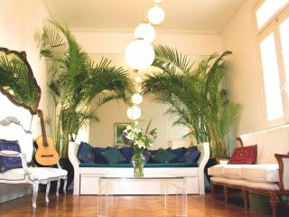 Quirky Luxe: Chandeliers, Vino, cells, Jacuzzi tub - Buenos Aires vacation rentals