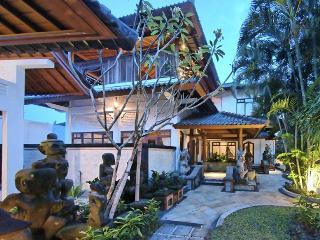 Villa Asih,a sparkling jewel in Kuta-Legian (6br) - Kuta vacation rentals