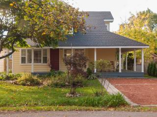 Easy walk to shops, dining, theatre, parks, grocer - Niagara-on-the-Lake vacation rentals