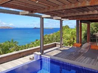 Magical Villa Bali offers a covered terrace with pool and amazing views - Pointe Milou vacation rentals