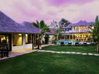 Villa Phinisi, ideal  location, relaxed luxury! - Pererenan vacation rentals