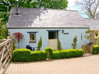 THE OLD STABLE, pet friendly, country holiday cottage, with open fire in Wolfscastle, Ref 4349 - Haverfordwest vacation rentals