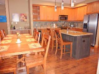 3 bedroom Apartment with Internet Access in Rossland - Rossland vacation rentals