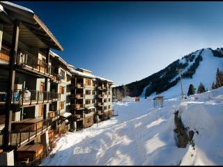 Bright 4 bedroom Condo in Rossland - Rossland vacation rentals