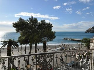 La Risacca - Sea front comfortable apartment - Minori vacation rentals