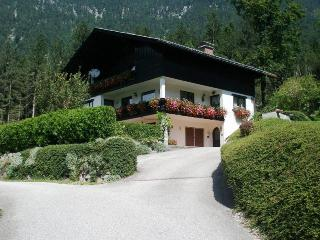 Gorgeous 6 bed house balcony, garden, wifi, sauna - Obertraun vacation rentals