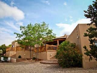 Near Plaza - luxury home offers views, fine furnishings, hot tub, firepalce.. - Santa Fe vacation rentals