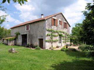 Converted stone barn close to Brantôme - Grand Brassac vacation rentals