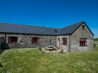 Five Star Pet Friendly Holiday Home - Swallows Rest, Croesgoch - Croesgoch vacation rentals