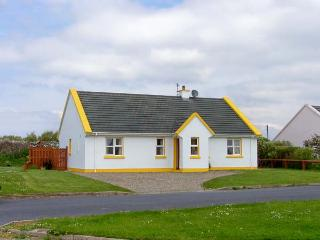 SUNSHINE COTTAGE, pet friendly, with a garden in Liscannor, County Clare, Ref 4582 - Doolin vacation rentals