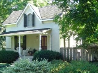 Periwinkle Cottage - Heated pool & private garden - Niagara-on-the-Lake vacation rentals