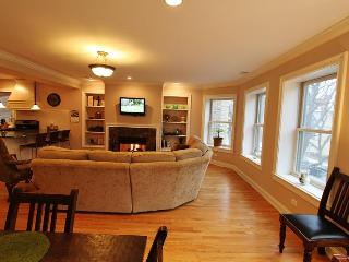 Luxurious Vintage Condo on Chicago's North Shore - Lake Forest vacation rentals