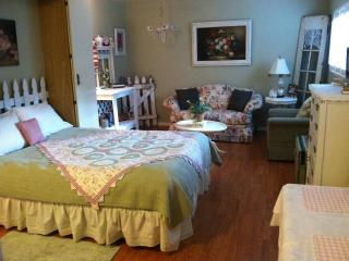 Cottage Tea Room-Cute Cottage Style Studio Apt. just Steps from the Sand - Oceanside vacation rentals