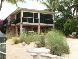 La Casa Habana: Beautiful 3 BR on Gulf w Pool - Duck Key vacation rentals