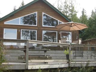 Charming Mount Daniel View , Pender Harbour BC - Garden Bay vacation rentals