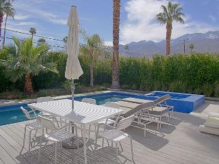 Artsy Escape ~ BOOK NOW FOR COACHELLA - Palm Springs vacation rentals