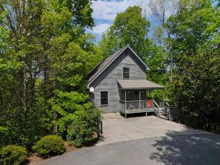 Nice 3 bedroom Pigeon Forge Chalet with Internet Access - Pigeon Forge vacation rentals
