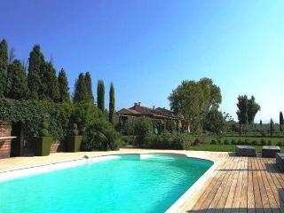 Magnificent XVIII century Provence mas farmhouse - Molleges vacation rentals