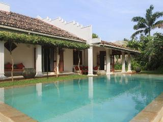 Gorgeous 3 bedroom Unawatuna Villa with A/C - Unawatuna vacation rentals