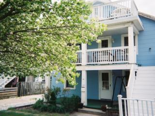 ****Fantastic 3 Bedroom OCEANBLOCK Condo @ 11th St - Ocean City vacation rentals