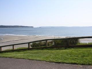 Clean and quaint Mutiny bay condo - Puget Sound vacation rentals