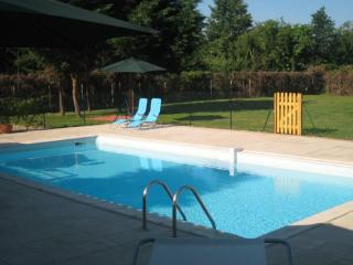 Spacious villa with private pool and tennis court - Port Sainte Foy et Ponchapt vacation rentals