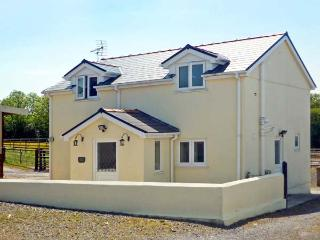 SADDLER'S COTTAGE, family friendly, country holiday cottage, with a garden in Clunderwen, Ref 5396 - Narberth vacation rentals