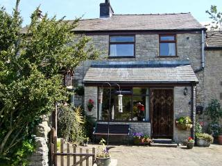 IVY COTTAGE, country holiday cottage, with a garden in Tideswell, Ref 4547 - Tideswell vacation rentals