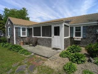 Bright 2 bedroom Dennis Port House with Deck - Dennis Port vacation rentals