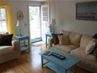 Lovely 3 bedroom West Dennis House with Deck - West Dennis vacation rentals